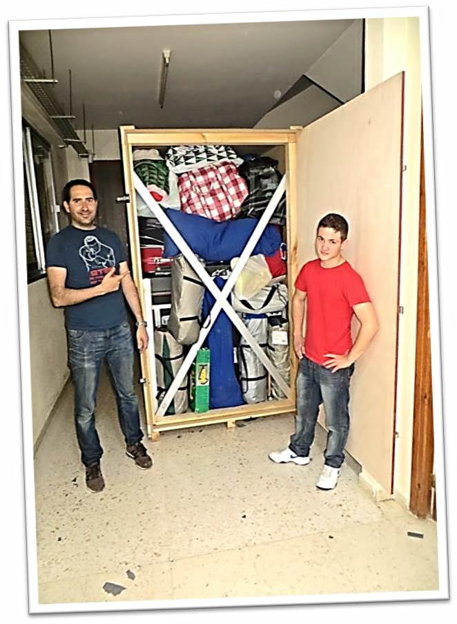 El contenedor de transporte  del material del equipo