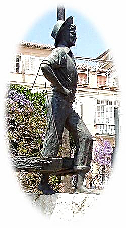 Escultura del Cenachero Autor: Jaime Fernández Pimentel. Creación 1964. Ubicación: Plaza de la Marina, Málaga | Wikipedia