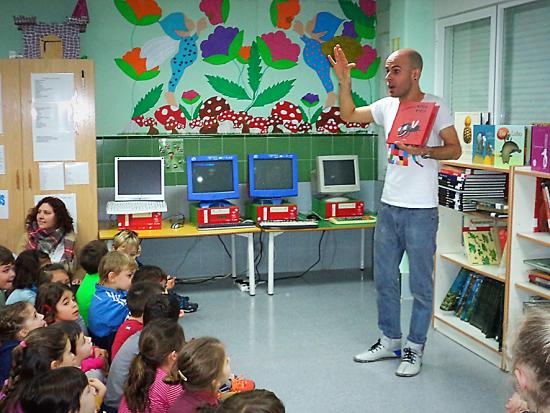 Alberto Celdrán visita nuestra biblioteca y nos cuenta cuentos | el Blog ¡Que la llum dels llibres no s'apague mai!