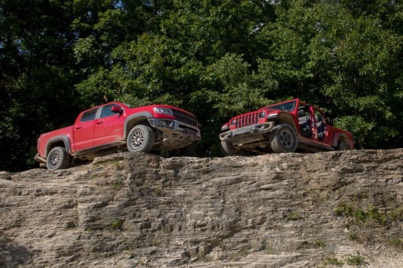 2019 Chevrolet Colorado ZR2 Bison And 2020 Jeep Gladiator Rubicon Face To Face On Hill