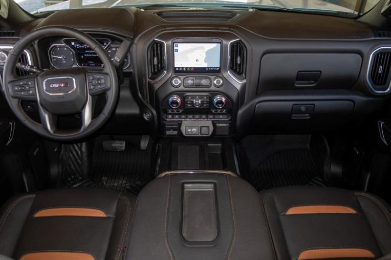 2020 GMC Sierra 2500 Cockpit