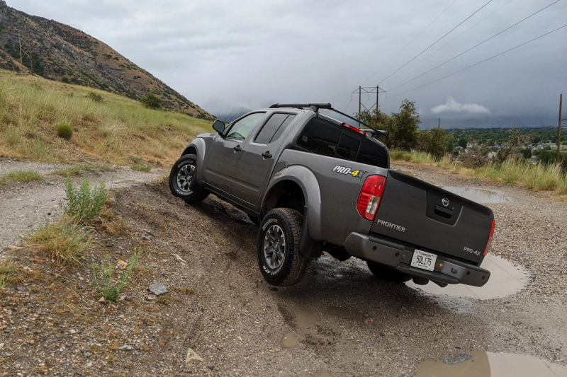 2020 Nissan Frontier Off-Road Climbing Hill