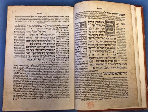 Torat Adonai, Constantinople: Eliezer ben Gershom Soncino, 1546. Beginning of Genesis with 2 woodcuts of the Hebrew letter 'bet' (BL Or. 70.c.10)