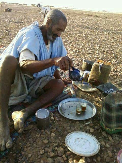 Hombre_saharaui_haciendo té