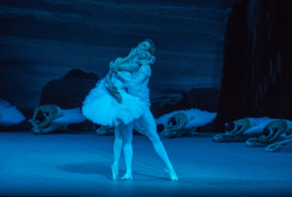 photo © Stephanie Berger Olga Smirnova as Odette and Semyon Chudin as Prince Siegfried