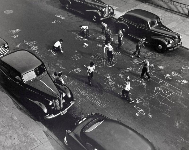 Arthur Leipzig - Chalk Games, Prospect Place, Brooklyn, 1950